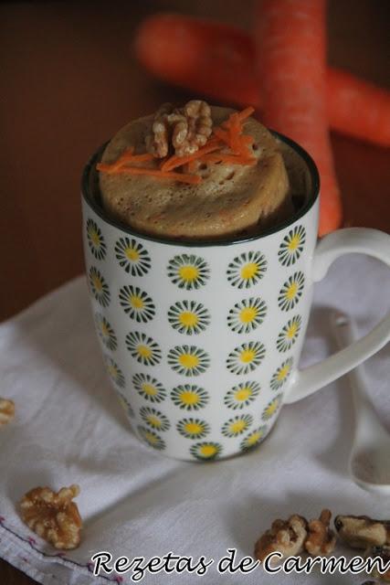 Mug cake de zanahoria y nueces.