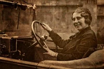 1932: Prima femeie taximetrist din Bucureşti